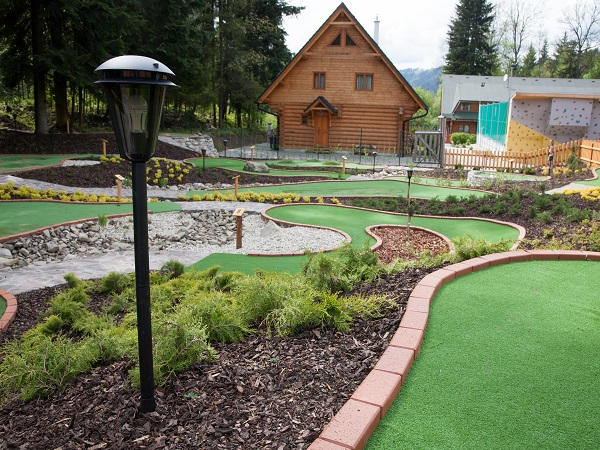 adventure golf-lezeckastena